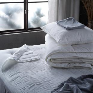 Дитячі подушки та ковдри