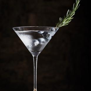 Склянки для коктейлів та келихи для...