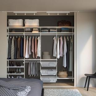 Відкриті шафи, гардеробні